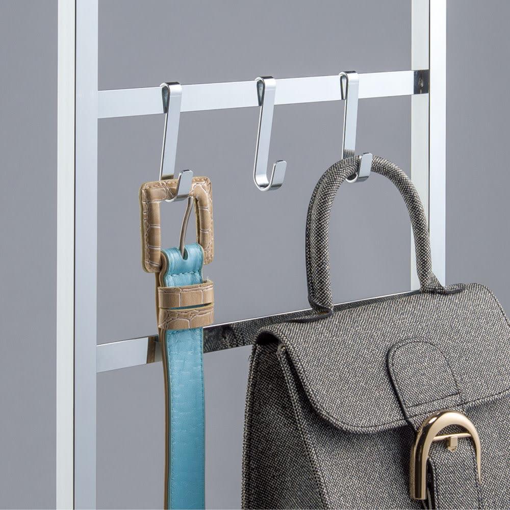 CINDERELLA(シンデレラ)ハンガーラック 棚2段・幅100cm フックにはバッグやベルトが掛けられるので便利です。
