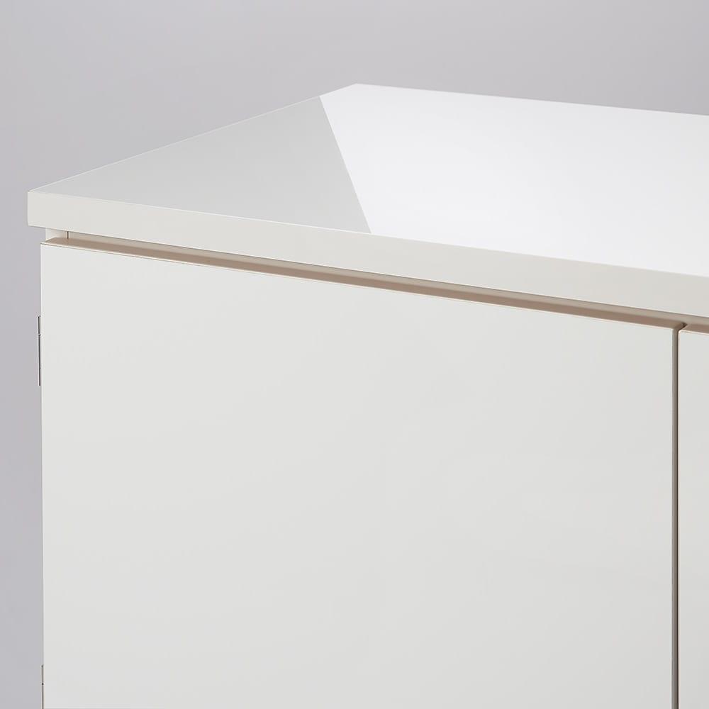 スタイリッシュな着物専用クローゼット 上盆収納&下引き出し 天板はオレフィン化粧合板(ピアフォルテ)を使用。美しい輝きが長く続きます。