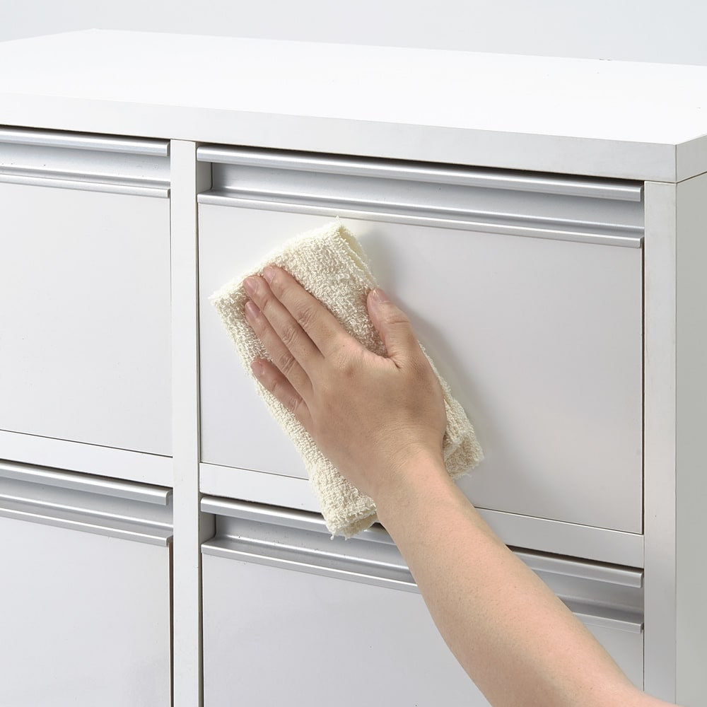 引き出しいっぱい便利収納チェスト 2列4段・幅61cm高さ90cm 前面は汚れがサッと拭き取れ、お手入れしやすいポリエステル化粧合板。