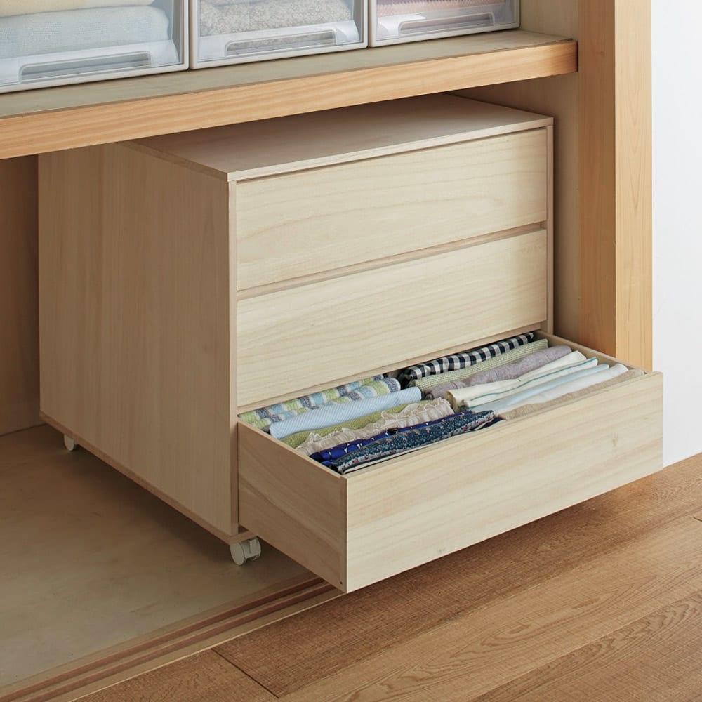 【日本製】キャスター付き総桐押し入れタンス 3段 幅55奥行75cm 引き出しは深型なので、衣類を立てて収納することができます。