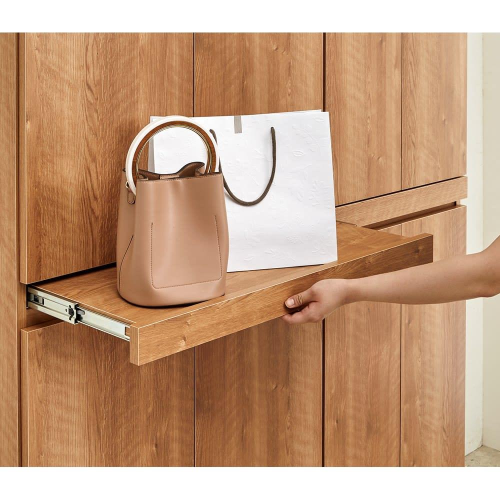 使う時だけ引き出せる!荷物のチョイ置きに便利なスライドテーブル付きシューズボックス 幅80cm高さ180cm スライドテーブルは約29cm前へ出ます。テーブルを収納すれば玄関ひろびろ。