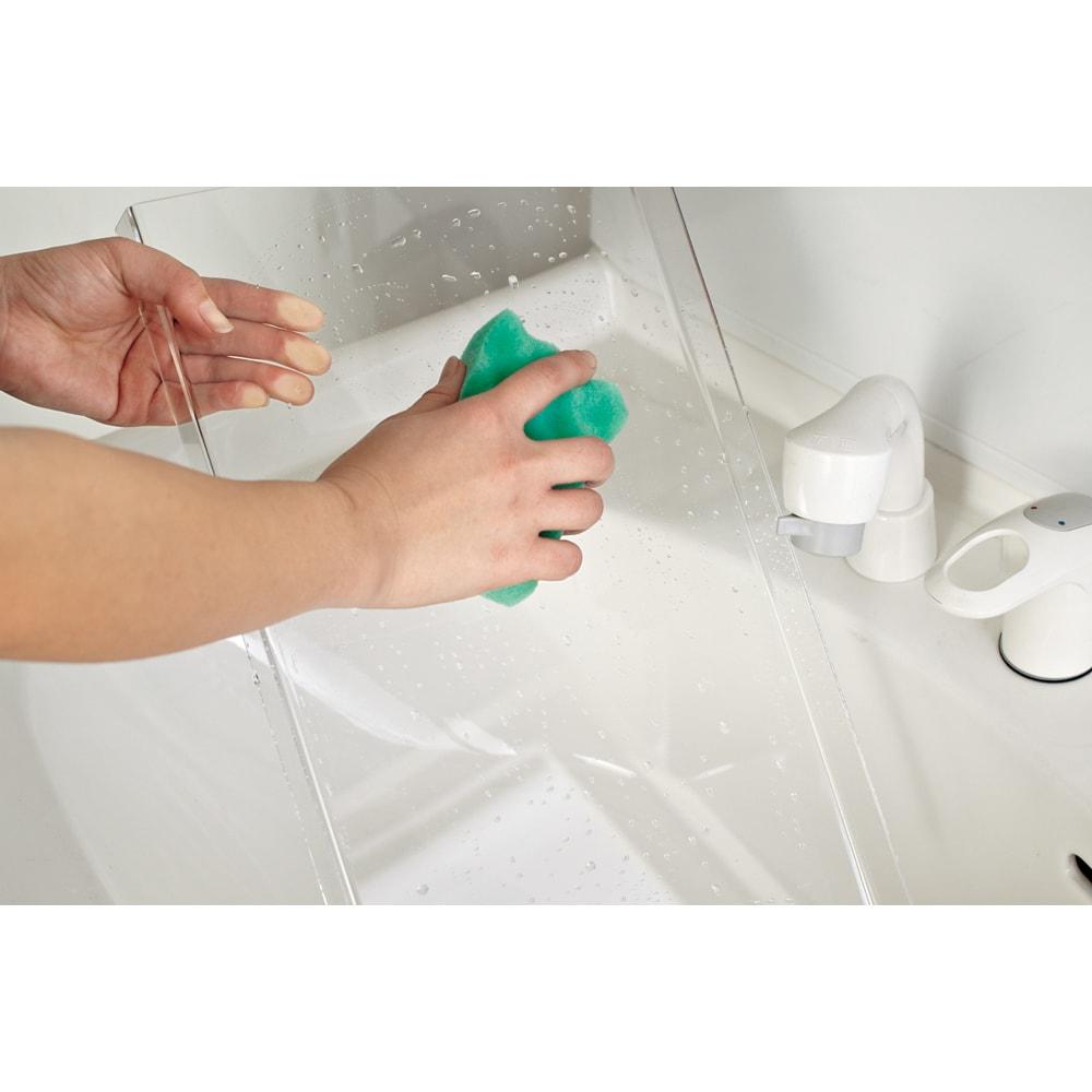 段差対応突っ張りアクリルシューズラック 1列タイプ 幅32cm アクリル製だから汚れや泥が付いても簡単に水洗いできます。