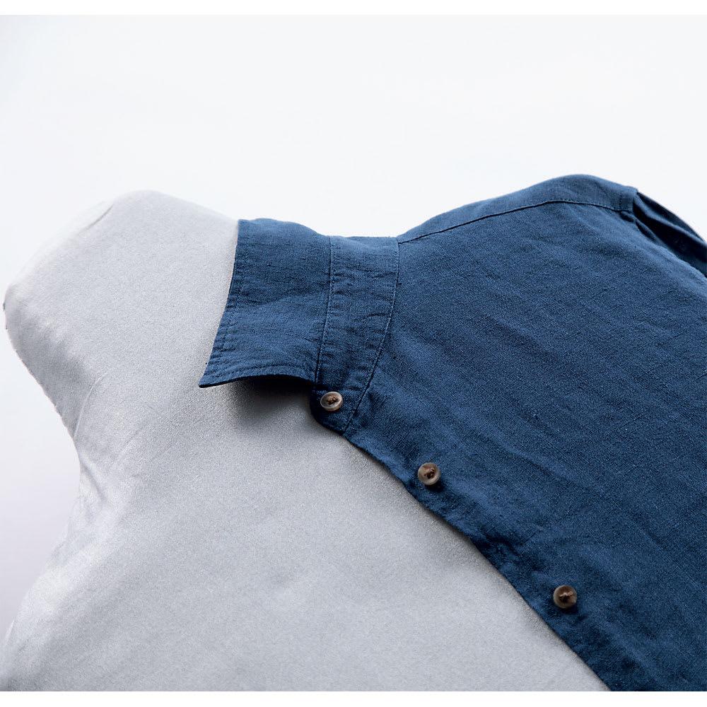 人体型スチールメッシュアイロン台 服にフィットする形状。