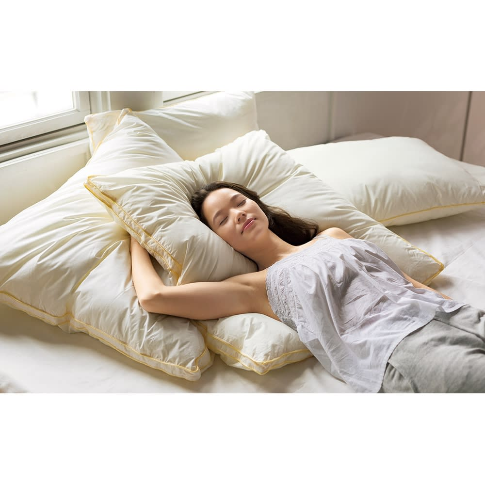 フィベールピロープレミアム 枕のみ ハーフボディ(1個) コーディネート例 80cm×80cmのハーフボディサイズ。