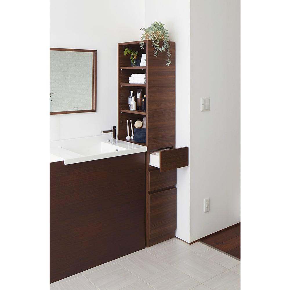 上部オープン棚で取り出しやすい 幅サイズオーダーすき間収納庫 奥行45cm・幅15~45cm (ウ)ブラックウォルナット木目 上部はオープン棚、下部は引き出しの使いやすいつくり。洗面台横に便利な収納が作れます。 ※写真は幅32cm・右向きです。