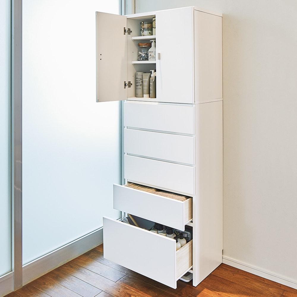 幅と奥行が選べるサニタリーチェスト 幅60cm奥行42cm 「棚部」と「引き出し」に分けて収納できるチェスト。洗濯用品や着替え類がこれ1台に「すっきり、たっぷり」収まる奥行42cmタイプ。