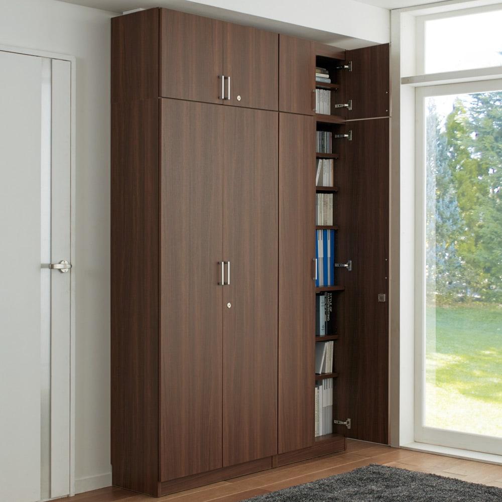 鍵付き本棚ハイタイプ 幅80奥行35高さ180cm 使用イメージ:(イ)ダークブラウン ※お届けの商品は左側の幅80cハイタイプです。※写真は高さサイズオーダー上置き(別売り)を使用しています。