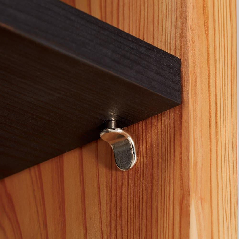 日田杉 モダンブックラック 幅58cm 高さ180cm 棚板差し込み式のダボなので板がズレにくく安定感があります。