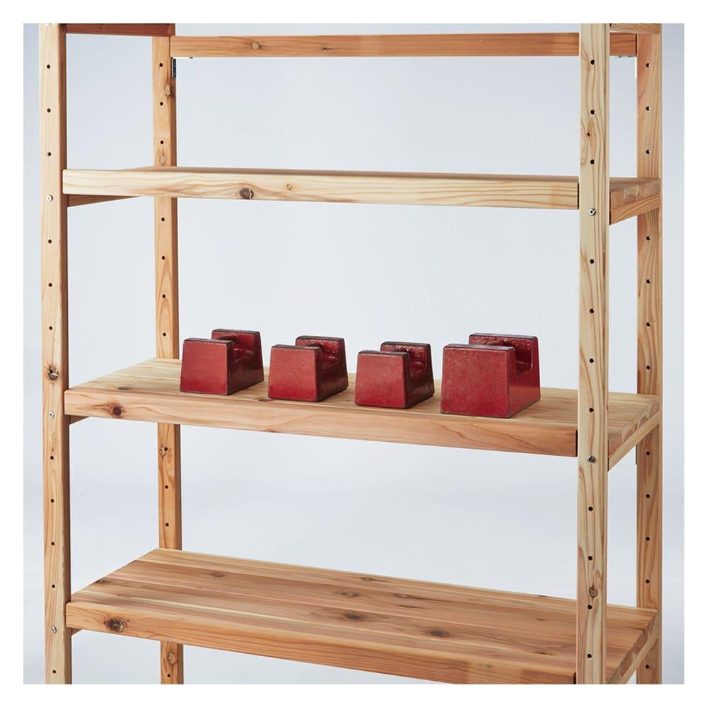 【天井突っ張り対応】国産杉の無垢材キッチン収納 壁面突っ張りラック 幅119奥行51cm 棚板は厚さが3cmあり、棚板耐荷重1枚当たり約50kg。