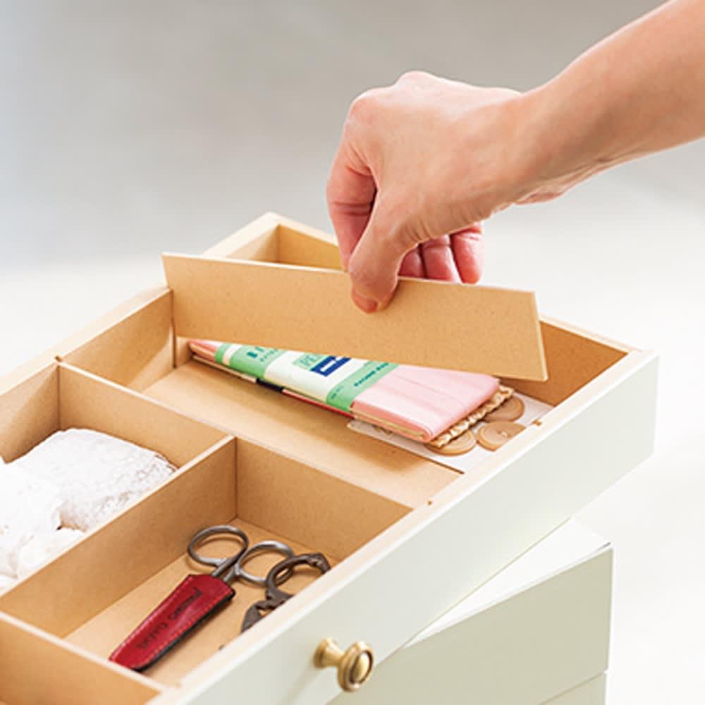 ミシン専用! 裁縫用品 ひとまとめ収納ワゴン 仕切り板は入れるものに合わせて、取り外しも可能です。