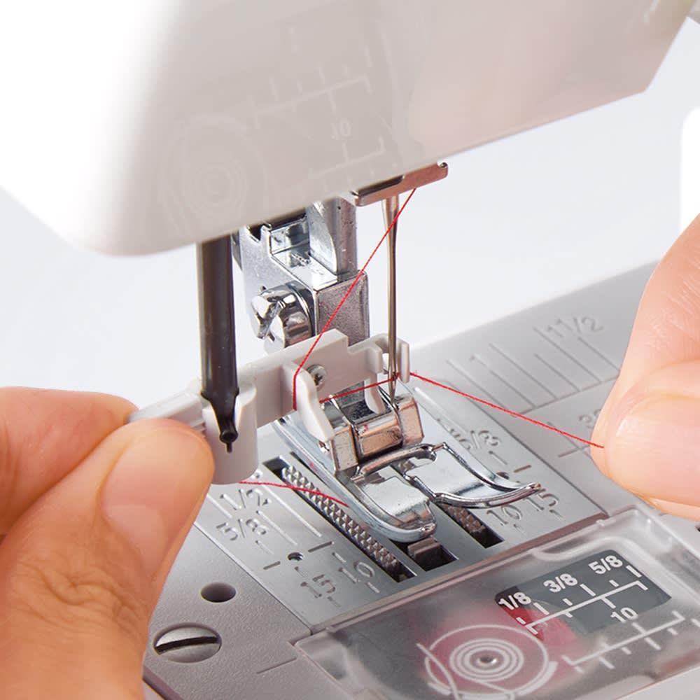 JANOME コンパクトミシン特別セット 【カンタン糸通し】 レバーを下げて糸を掛けるだけで、針穴に糸が通ります。