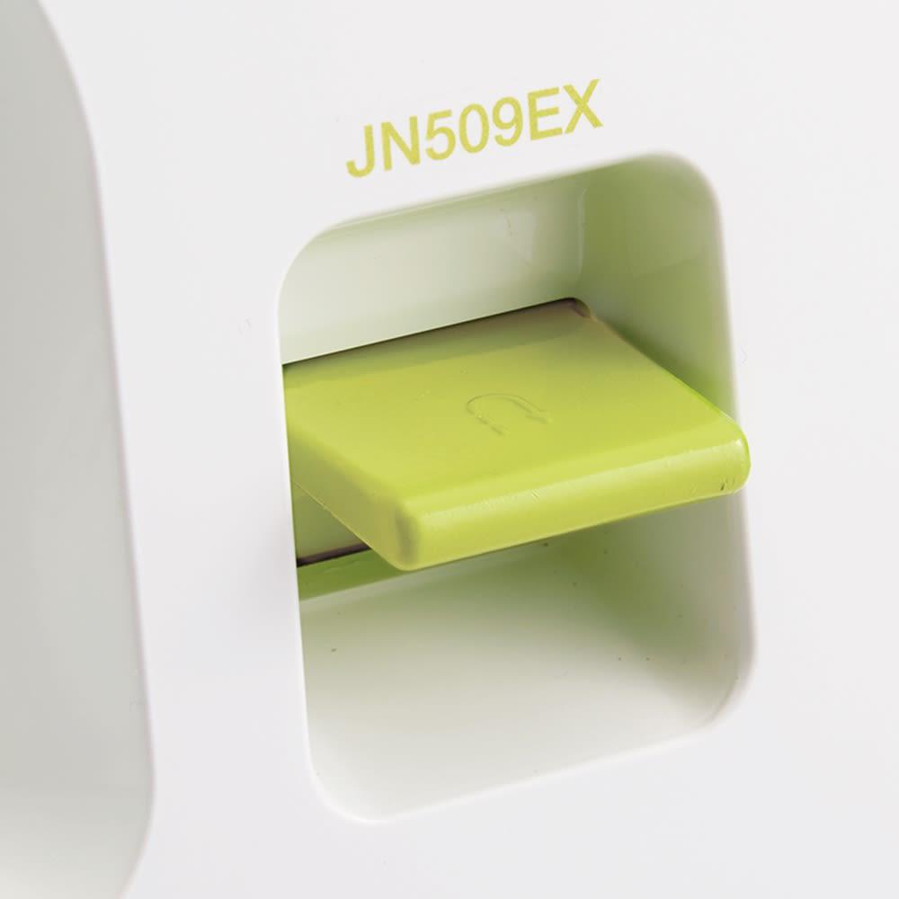 JANOME コンパクトミシン特別セット 【大きな返し縫いレバー】 返し縫いレバーは大きくて押しやすいサイズ。