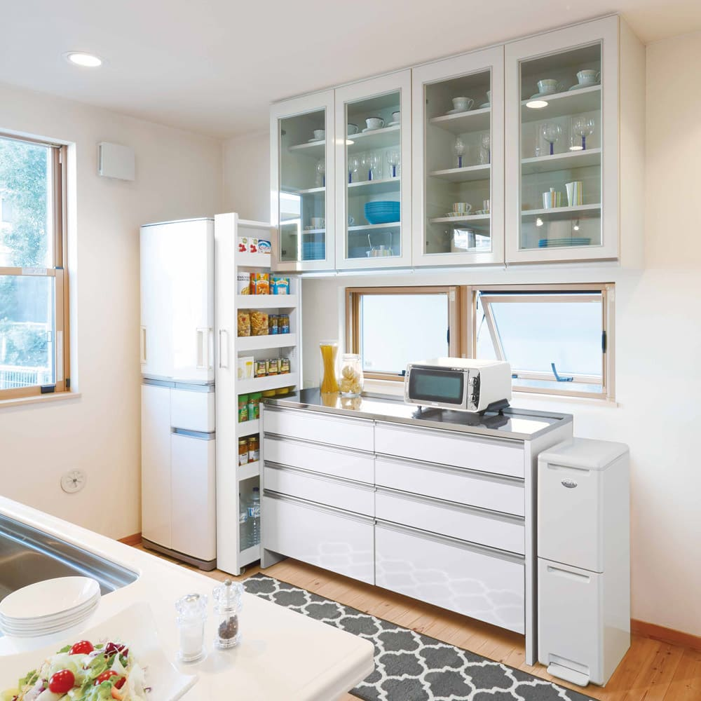 組立不要!52サイズ・3色の156タイプから選べる頑丈すき間ワゴン 幅28奥行55cm キッチン使用イメージ すき間を利用し、収納を楽しくわかりやすく。