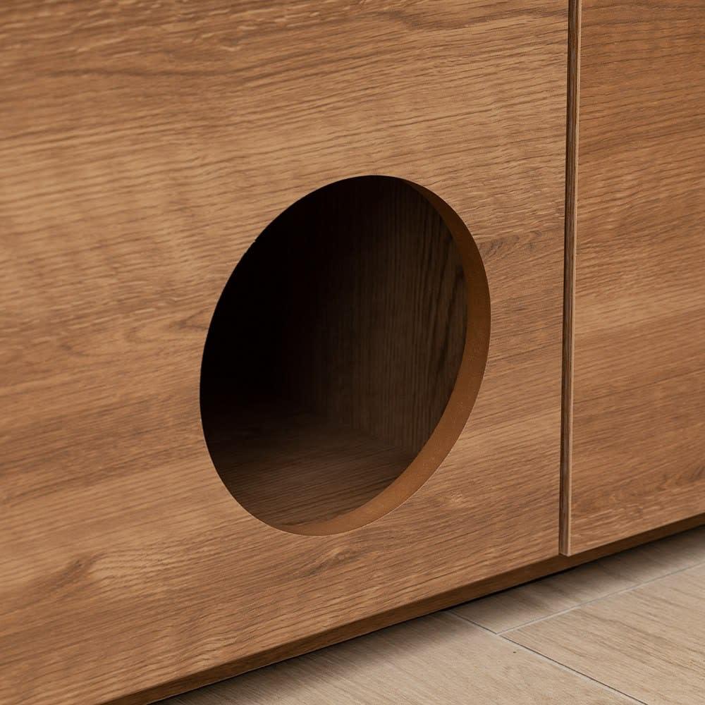 ペットと暮らす人のための 収納庫付きベンチ 幅160cm 出入り口の穴の断面も、国内の家具職人が一つひとつ手作業で仕上げています。