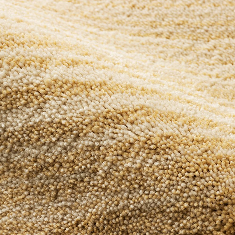 リラックスウィズラグ スクエア型(マール) (ア)アイボリー×ベージュ系 ベージュの糸も濃淡があって奥行きのある柄になっています。
