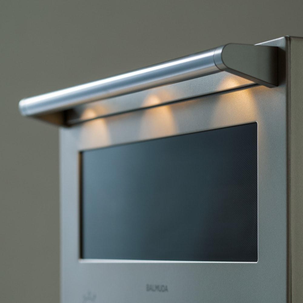 【送料無料】BALMUDA The Range ステンレスタイプ 特典なし バルミューダ ザ レンジ LIGHT 扉の開閉時や終了時にはダウンライトのようにハンドルのLEDが点灯。料理をする気分が上がります。