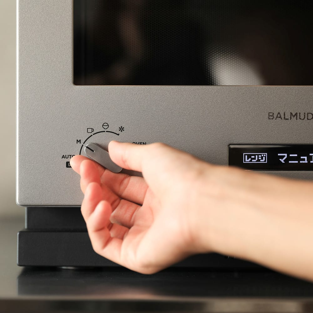 【送料無料】BALMUDA The Range ステンレスタイプ 特典なし バルミューダ ザ レンジ 左のダイヤルでモードを選択。 レンジモードは自動/手動あたため、飲み物、冷凍ごはん、解凍の5種類+オーブンモード。