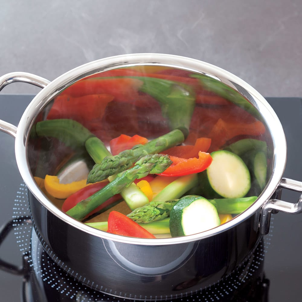 IH対応 服部先生のステンレス7層構造鍋「ジオ」 両手鍋径18cm 【無水調理】食材の栄養分と旨味が流出するのを防ぎ、野菜の本来の甘さが!(※写真は無水野菜蒸し)