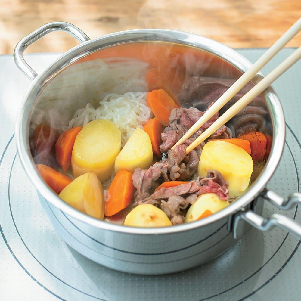 IH対応 服部先生のステンレス7層構造鍋「ジオ」 深型両手鍋径22cm 【炒める】フタをしながら蒸し炒めにすると、肉じゃがも程よいやわらかさに。(※写真は肉じゃが)