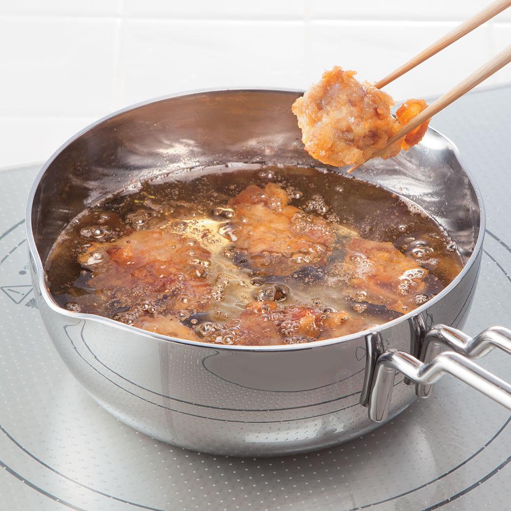 IH対応 服部先生のステンレス7層構造鍋「ジオ」 片手鍋径14cm 【揚げる】素材を入れても油の温度が急に下がらず、一定に保てるからカラリとした仕上がりに。(※写真はから揚げ)