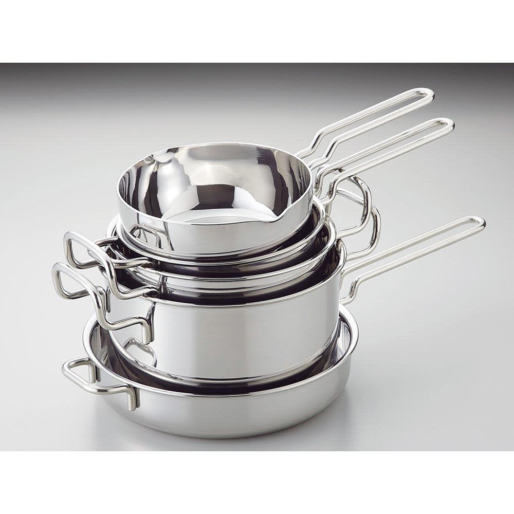 IH対応 服部先生のステンレス7層構造鍋「ジオ」 ゆきひら鍋径21cm シリーズで集めれば収納も、重ねてスッキリ。 重ねられるので、省スペースで収納できます。(写真は5点セット)