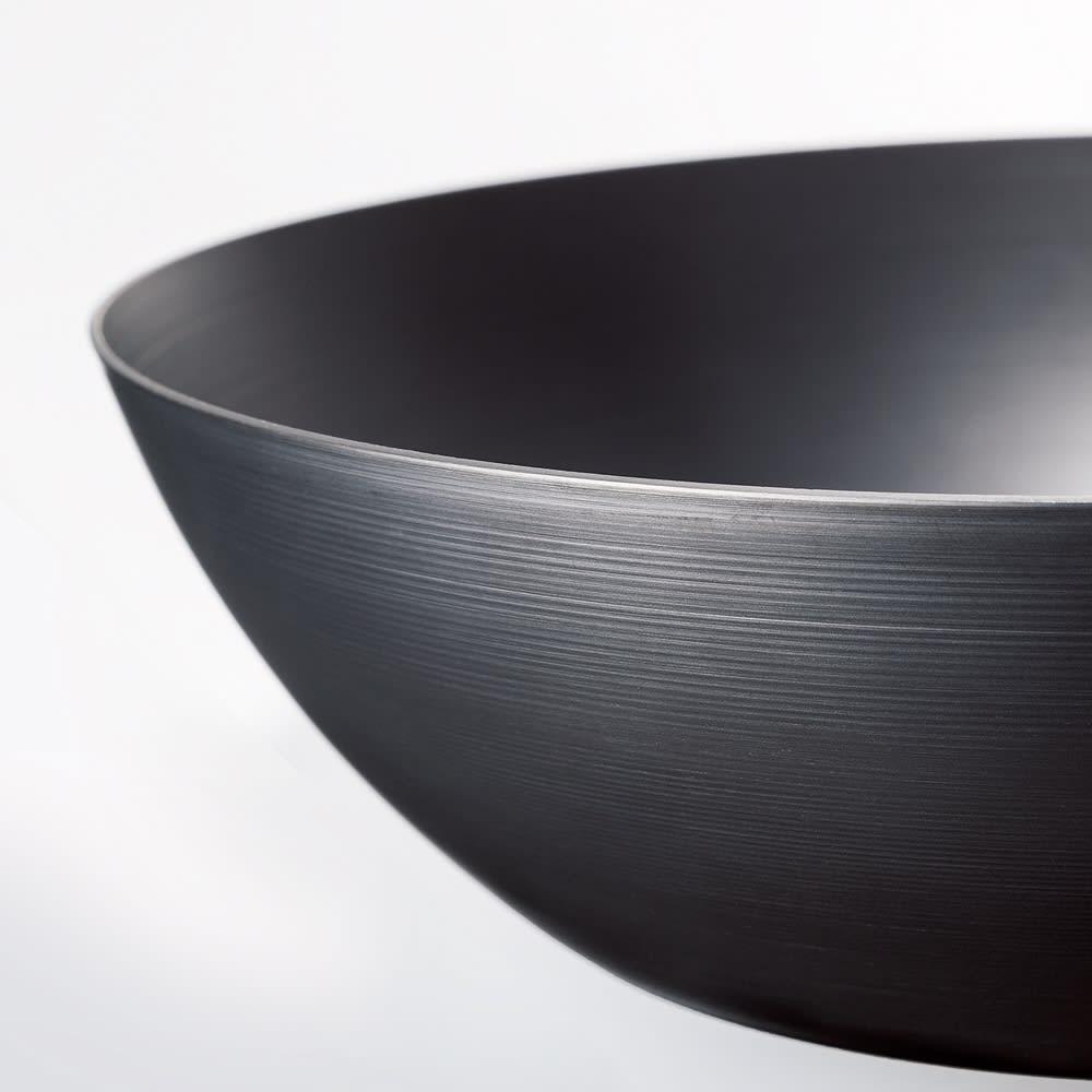 ビタクラフト スーパー鉄  フライパン径28cm 軽さが自慢。 底が厚く側面は薄いヘラ絞りで鉄とは思えない軽さに!