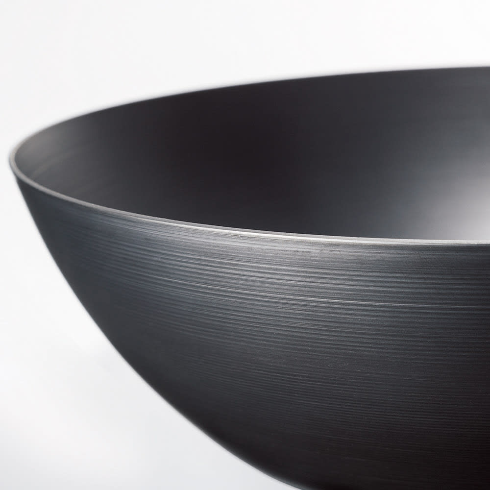 vitacraft/ビタクラフト スーパー鉄 炒め鍋径24cm 底が厚く側面は薄いヘラ絞りで鉄とは思えない軽さに!