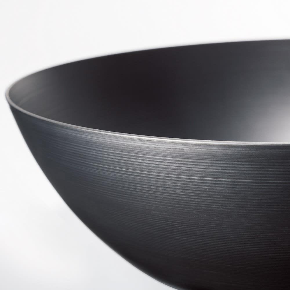 vitacraft/ビタクラフト スーパー鉄 炒め鍋径28cm 底が厚く側面は薄いヘラ絞りで鉄とは思えない軽さに!