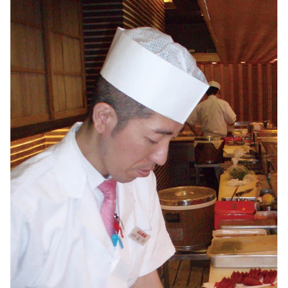 プロも納得 抗菌力が持続するまな板パルト 軽量ミニ よし寿司 浦和店店長 山川忠康さん 使い続けて2年間。欠かせない道具です。
