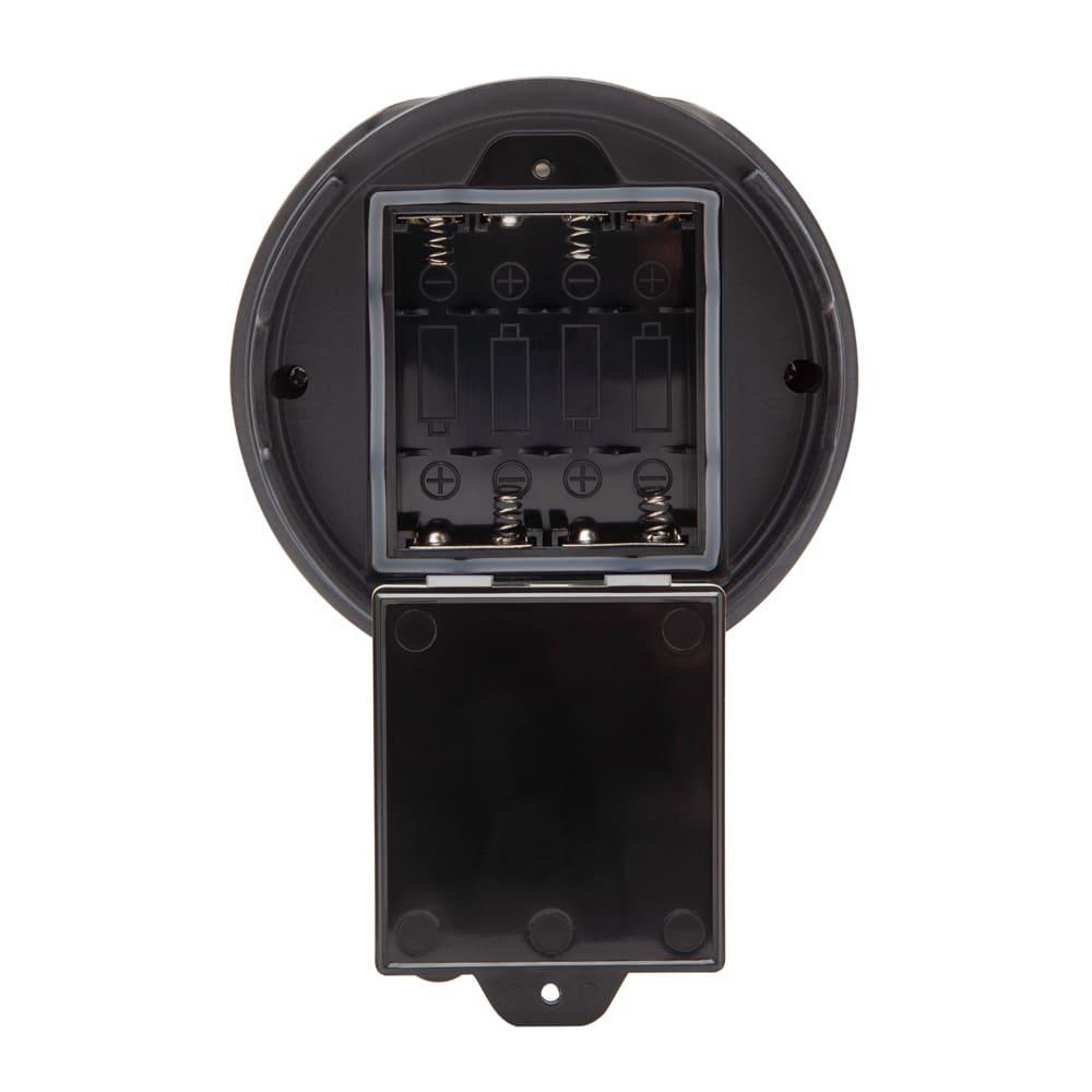 ハンドソープや除菌ジェルに umbra アンブラ オットセンサーポンプ ソープディスペンサー 底部分に電池を入れます。プラスドライバーが必要です。