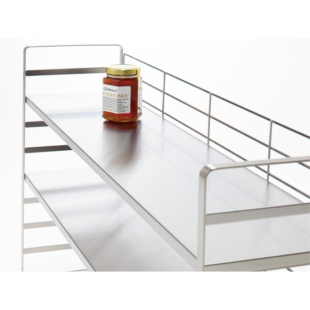 出窓にも使えるオールステンレス製頑丈ラック 幅90cm 1段の耐荷重は20kg。美しく安定感のある丈夫なつくり。