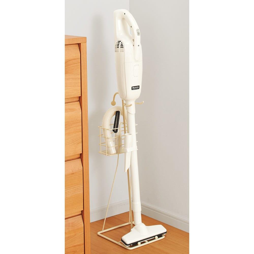 マキタ対応 クリーナースタンド 自立しないマキタクリーナーも、スタンドに立てかけておけば、いつでもサッとお掃除できます。立てかけたまま充電もOK。