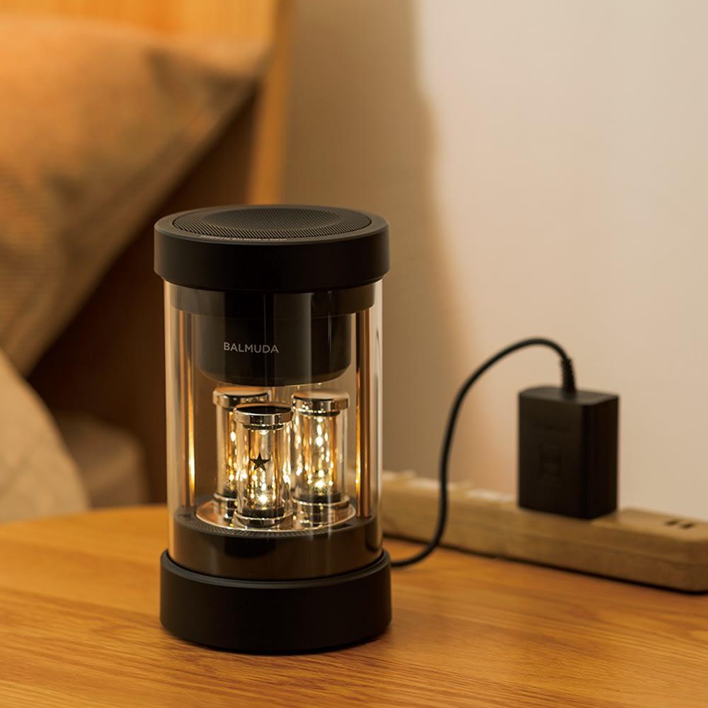 【送料無料】BALMUDA The Speaker / バルミューダ ザ スピーカー 約2.5時間でフル充電でき、充電後はポータブルにご使用いただけます。