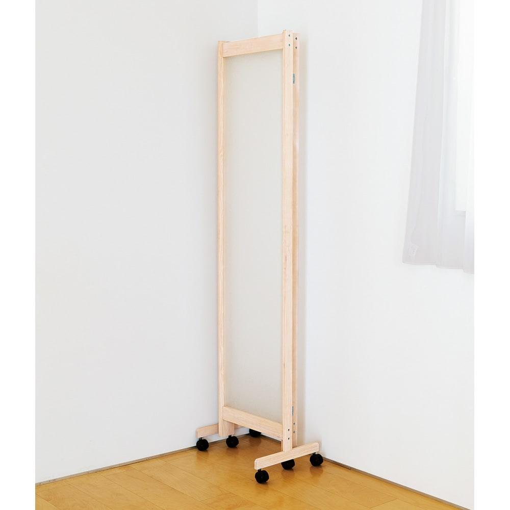 光を通して仕切れるパーテーション 3連 (ア)ホワイト 畳めて自立するので収納時もコンパクト。