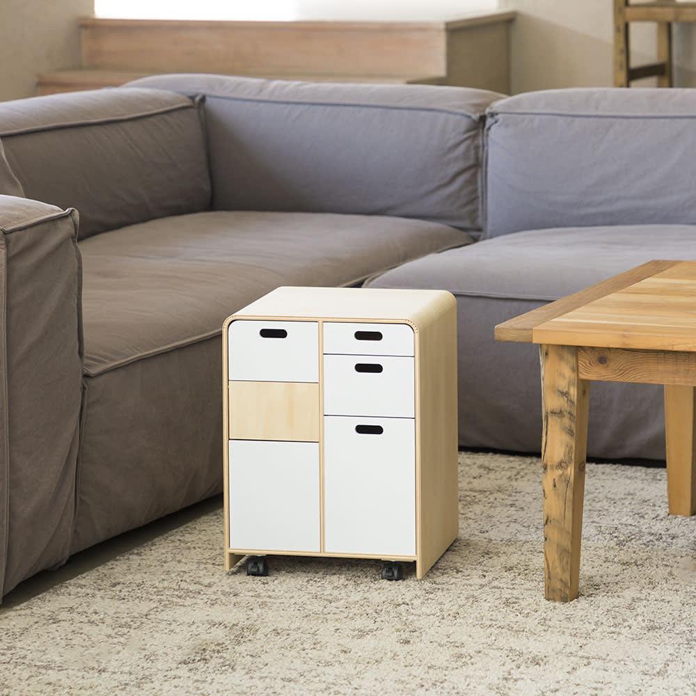 北欧風曲げ木リビングワゴン 多機能ミニワゴン ソファテーブルと並べて置ける高さ。