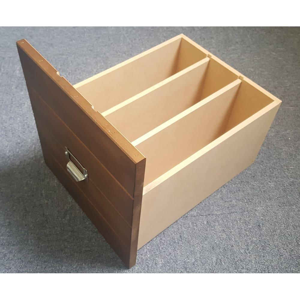 脚が選べる パイン天然木チェスト 浅型4段+深型2段+特深型1段 特深引出しは、仕切り2枚つき。A4のブック式ファイルを立てて収納できます。