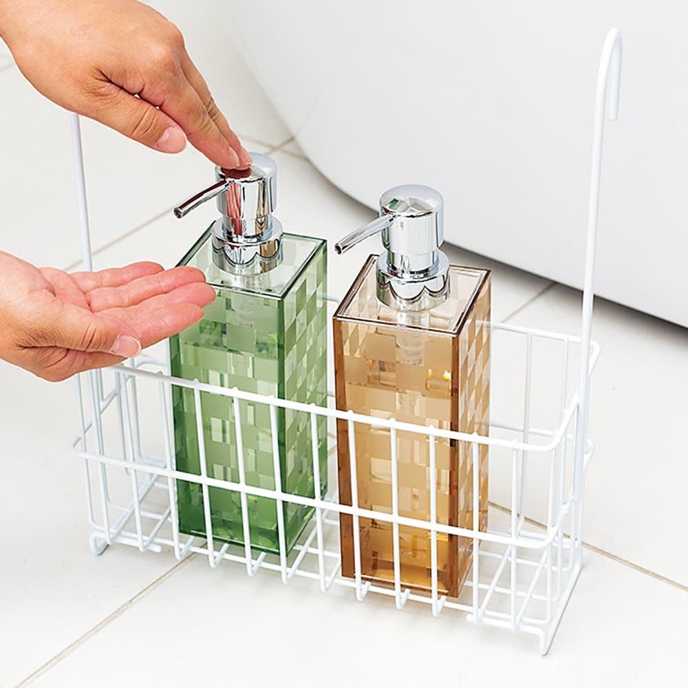 バーに吊るせる お風呂バスケット 自立するので床置きもOK。座って髪を洗うときなどは、手近に置いて使えます。
