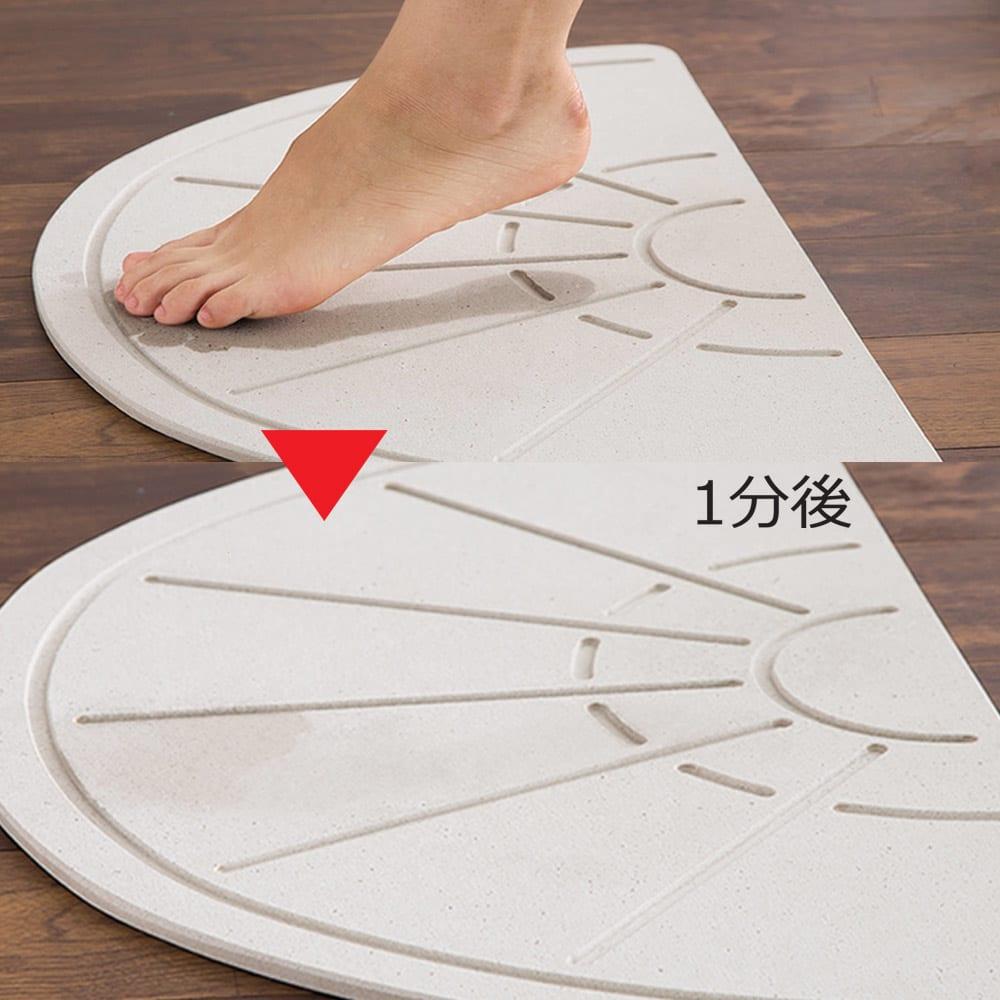 幅65・70cm/奥行40cm (soleau/ソレウ 吸水・速乾・消臭バスマット サイズオーダー) 濡れた足をのせると、あっという間に乾く驚きの吸水力。