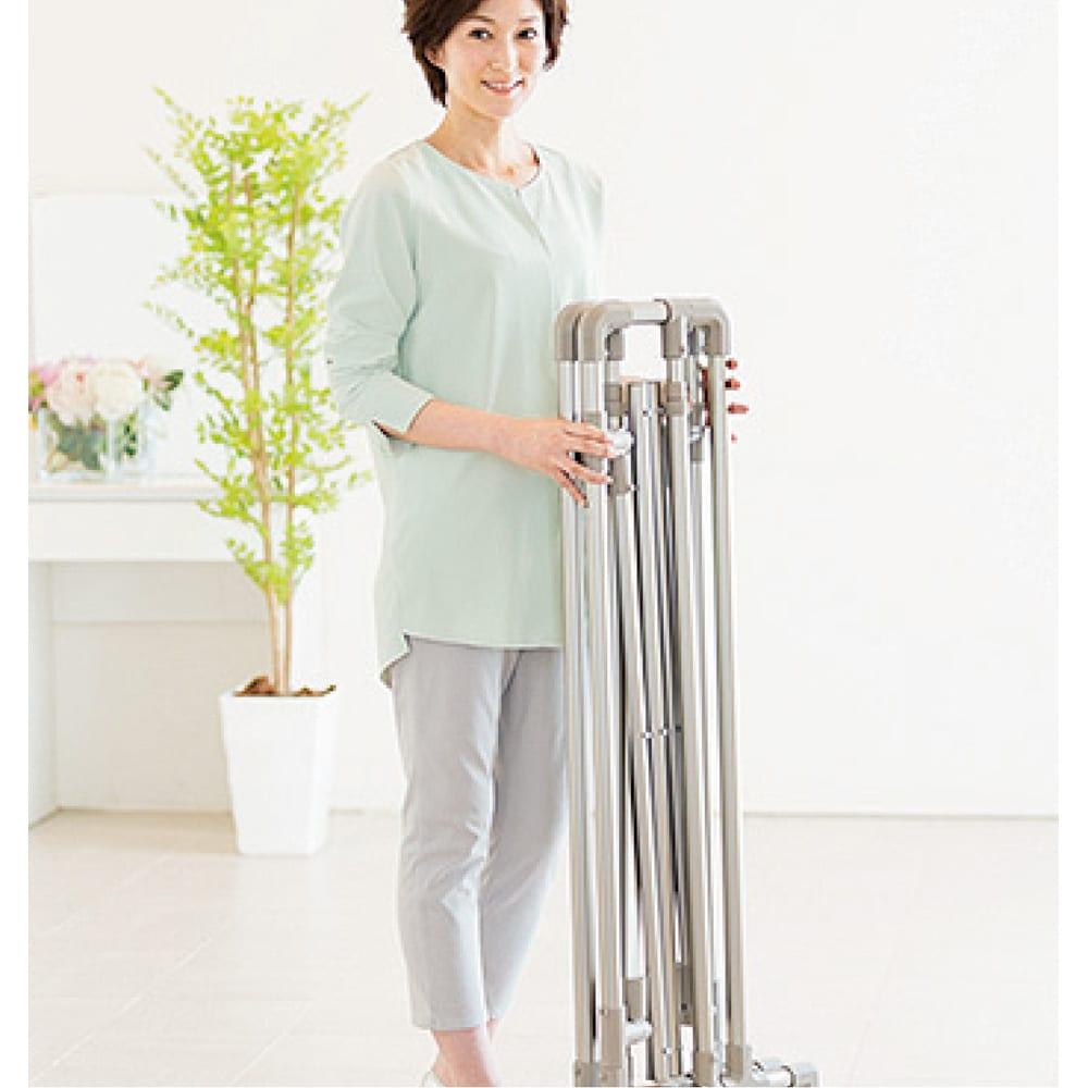 布団もシーツも楽に干せるダブルバー物干し 高さ固定式(竿2本)タイプ 使わないときはコンパクトに畳め、持ち運びも簡単にできます。