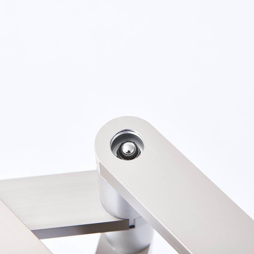 置き方自由! 物干しにもなる アルミ製タオルハンガー 3連 独自の機構が安定感の秘密。お好みの形も自在に!