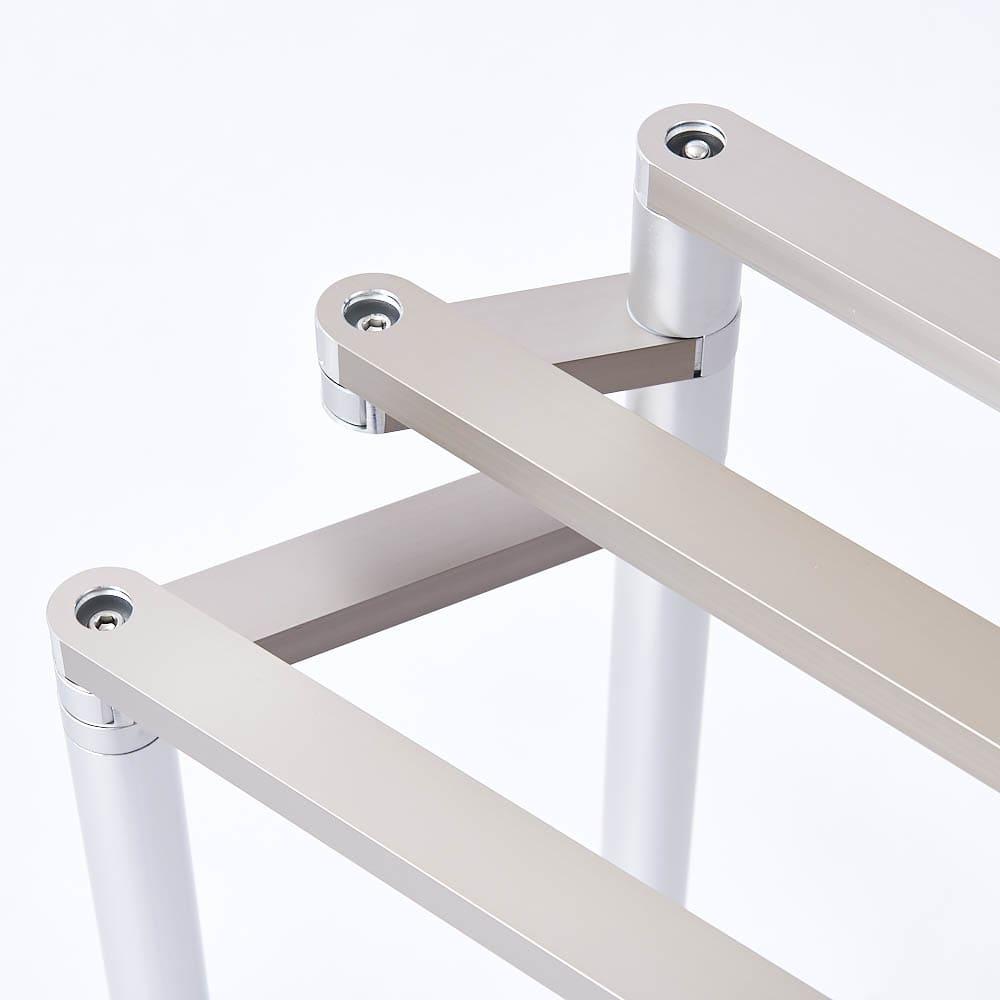 置き方自由! 物干しにもなる アルミ製タオルハンガー 3連 たたんで・広げて、使い方自在。使い方が1台何役にも広がります。