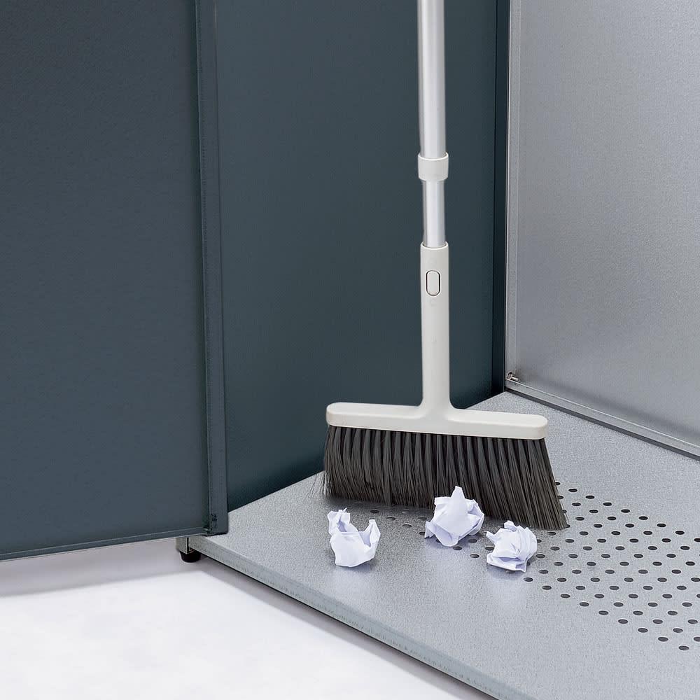 モダン2面開閉ダスト収納庫 幅125cm(容量290L) 前面も開くので、底面のお掃除も簡単。サッと掃き出して清潔に。