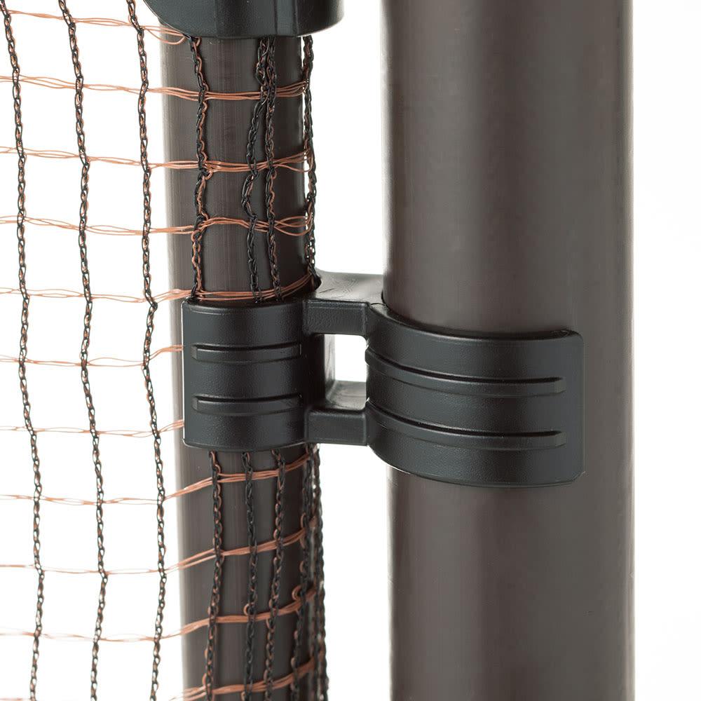 全長20m!お手軽ゲート付フェンス ゲートは支柱にカチッとはめられて、風で開きにくい構造。好きな場所に設置できます。