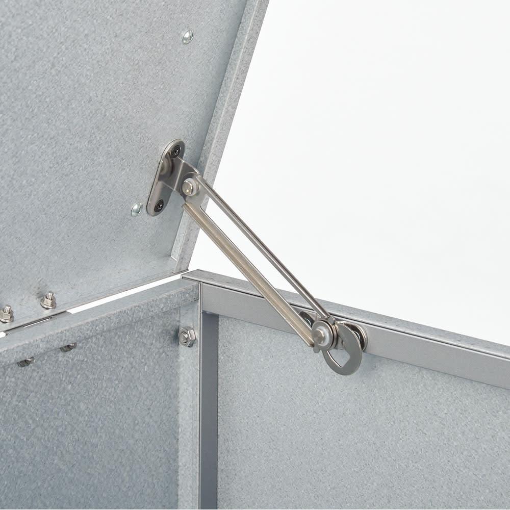薄型ベランダ収納踏み台ストッカー 幅90高さ32cm 天板が開いた状態で安全にロック可能。