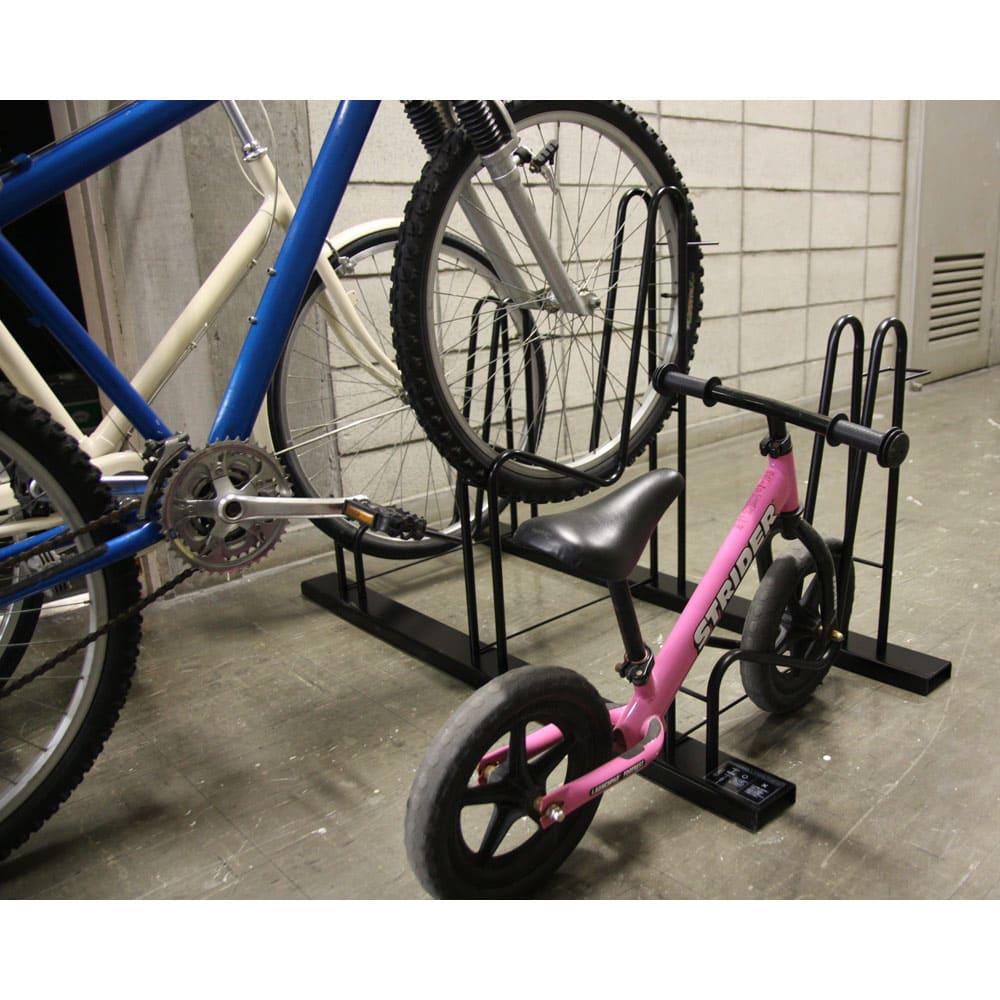 頑丈自転車スタンド 子供自転車設置は下段に設置できます。(3台用)