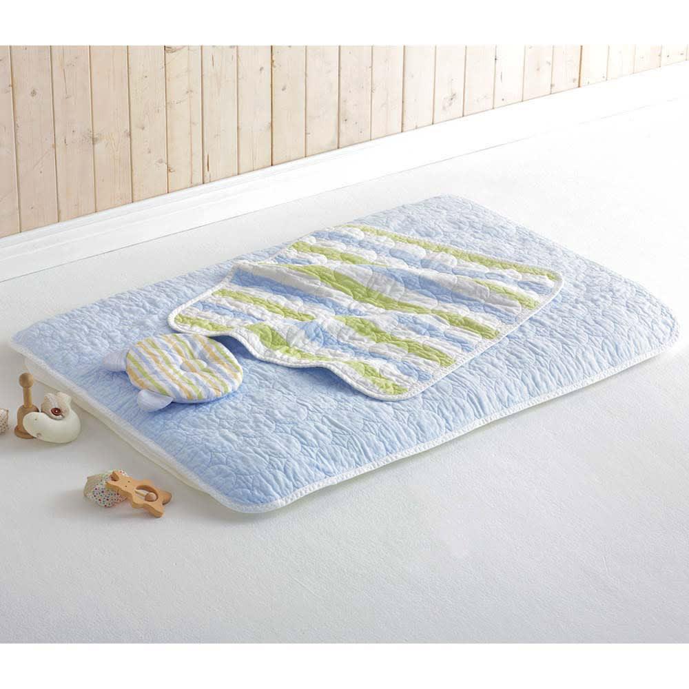 医療用純度の脱脂綿とガーゼを使ったカラフルパシーマ(R)ベビー 肌掛けシーツ コーディネート例(イ)ブルーボーダー ※洗濯後の商品で撮影しています。