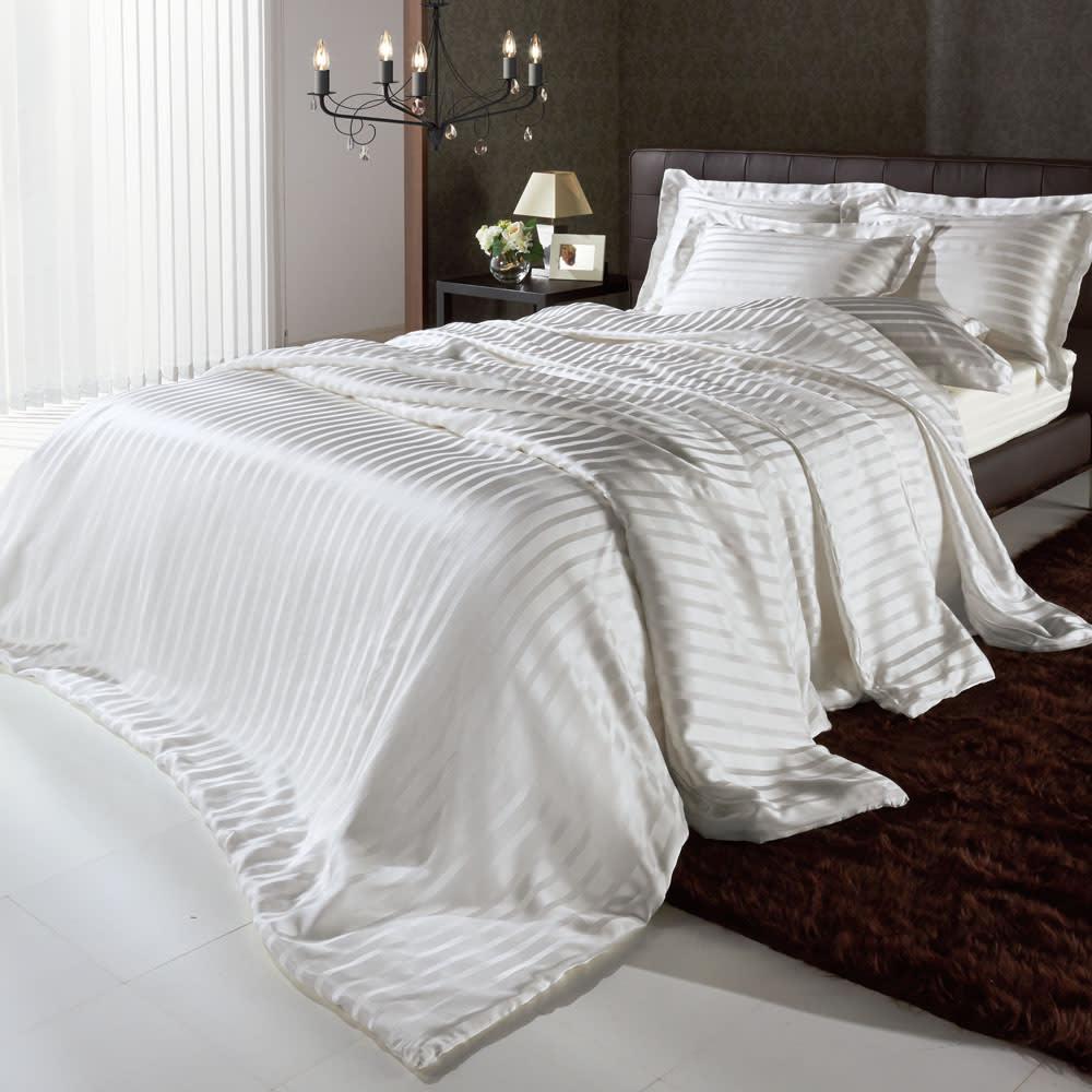 オールシルクシリーズ サテン織りシーツ&カバー ベッドシーツ ※シリーズコーディネート例。お届けはベッドシーツのみです