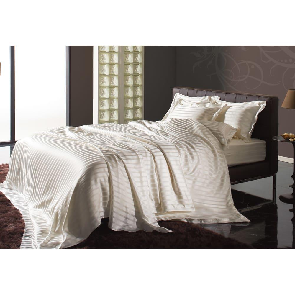 オールシルクシリーズ サテン織りマルチシーツ マルチシーツはスプレッドとしても敷布団用のシーツとしても使用できます。