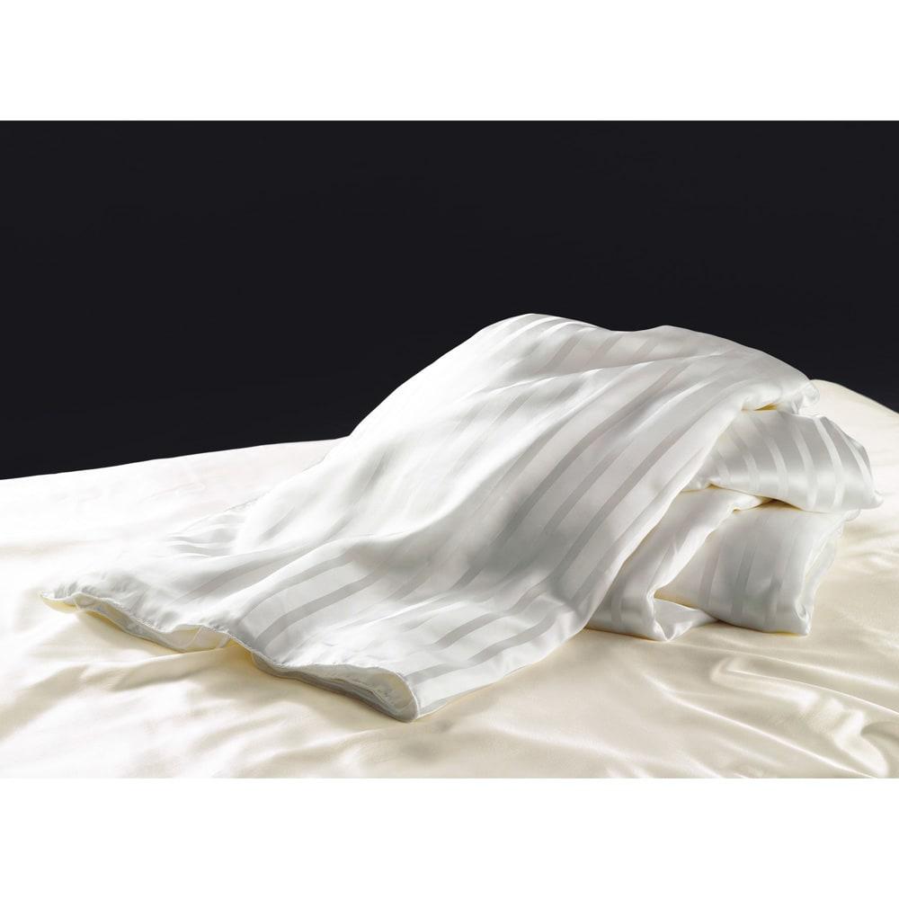 """オールシルクシリーズ シルクカバー付き真綿合掛け布団 """"良品良価""""を追求し、ようやく商品化できたシルク肌掛け布団。この品質が、この価格で手に入るのはディノスだけです。"""