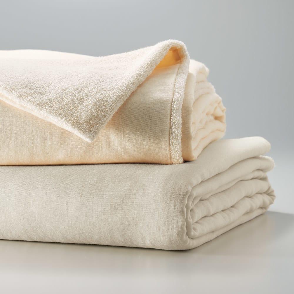 タオル好きにはたまらない!今治産タオル シーツ&カバー 掛け布団カバー 掛け布団カバーはお手持ちの掛け布団をタオル地のふかふか仕様に。掛け布団と同じ和ざらしガーゼとのリバージブルで、カバーとしてはもちろん、1枚でケットのようにも使えます。 ※上から(イ)アイボリー(ア)グレイッシュ